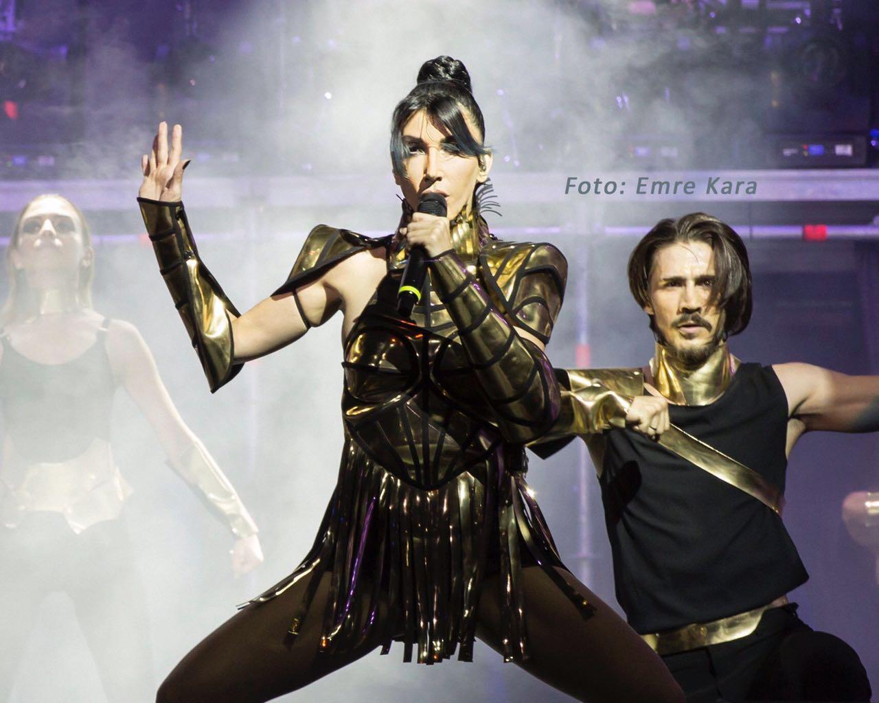 Hande Yener Konserinde Türk Bayrağı Dalgalandı