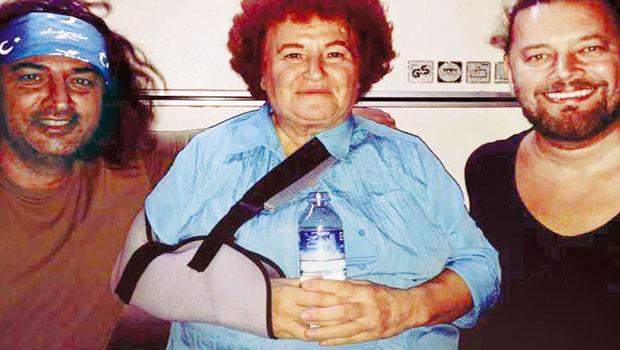 Selda Bağcan'ın kolu kırıldı